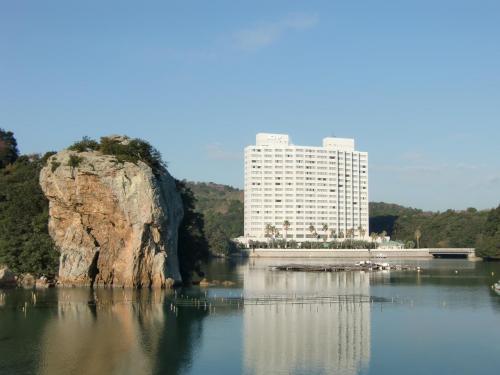 バブル期に開業されたエクシブは1993年以降しばらく新規オープンはなく、琵琶湖(1997年)、蓼科(1999年)、初島クラブ(2000年)鳴門(2001年)と続く。写真:エクシブ鳥羽アネックス