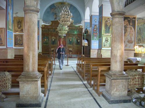 この聖ジョージ教会、今でも東方正教会の教会としてちゃんと現役で機能しています。イコン(聖像画)があるのは、東方正教会ならでは。地元の人に使われている地方の小さい教会を見るのは、なんとも楽しいものです。