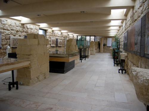 ほかにもネボ山とその周辺から発掘されたモザイク、建物の断片などが、敷地内の博物館に展示されています。この場所はまだまだ発掘途上とのこと、これからもっといろんな出土品が見られるようになるかもしれませんね。