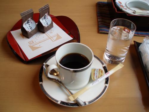 食後にうれしい朝のコーヒータイム<br />のんびりコーヒーが飲めるのっていいよね。<br /><br />朝からやってる喫茶店。<br />Travelandcafe34<br />http://www3.plala.or.jp/tc34/