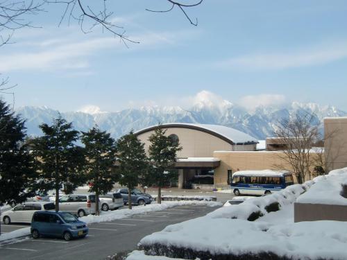 3月11日(木)朝10時頃にホテル(写真)を出発する。真冬と違ってそれ程寒くはない。やはり、八ヶ岳にも春が近づいてきているようである。