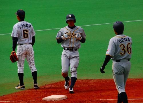 鷺宮のサードの「KANOH」は、阪神の狩野の弟。<br /><br />でも、阪神の狩野を見るときには「鷺宮の狩野のお兄さん」と説明するのが、社会人野球ファン。<br /><br />鳥谷(ヤマハ)、鶴岡(東邦ガス)らも、同様。