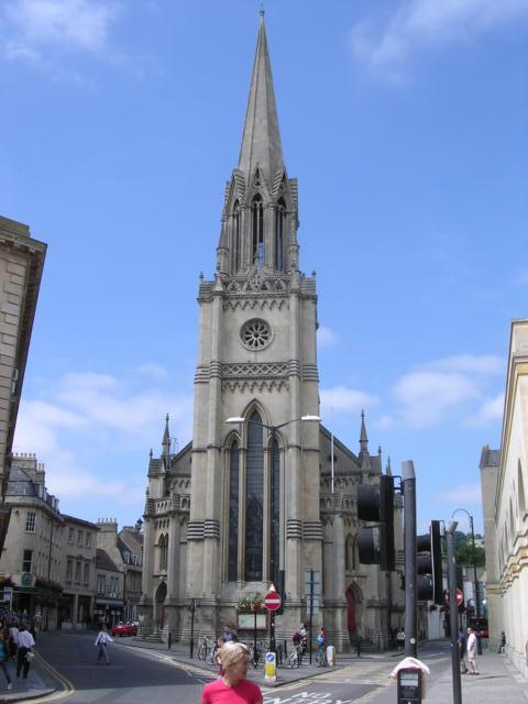 聖ミカエル・聖パウロ教会<br /> セント・マイケル及びセント・ポール教会と表現する方が適切ではないかと思う。ブロード・ストリート(左)とウォルコット・ストリート(右)が合流する角にある。この教会の地下室で「猟犬クラブ」の会合が行われた。右側にちらりと見える建物はザ・ポディアム。<br />