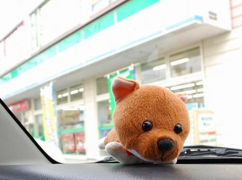 「今日は、セガサミーじゃなくて、ファミリーマートでお買い物をしてからお出かけか?ちふぅ?」 しばた