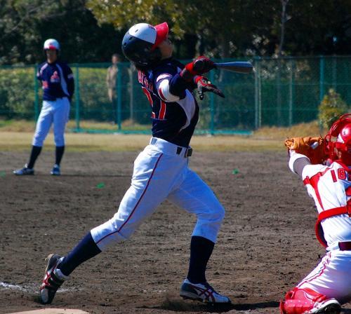 松井君の5打席目は、死球でした。<br />ユニフォームをかする死球。<br /><br />ピッチャー、ぶつけるなよぉ!<br />