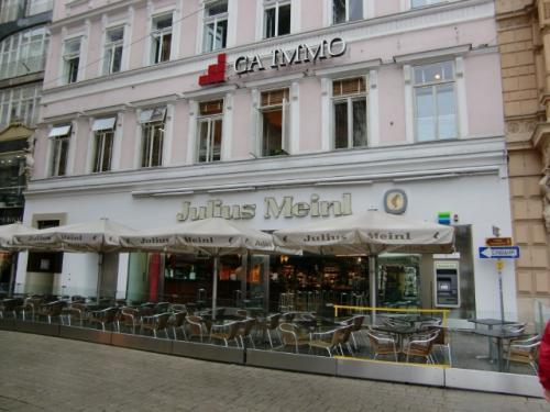 ユリウス・マインル(Julius Meinl)<br />オシャレなカフェ+惣菜屋 ってな感じでしょうか。
