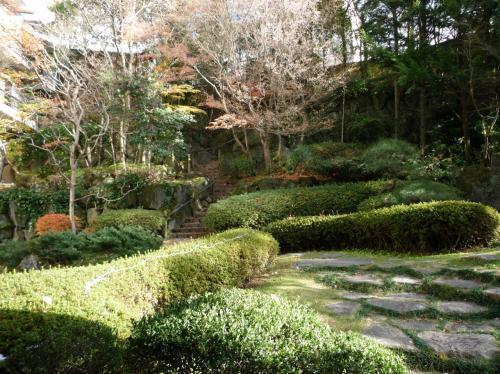 そんなに広い庭園ではありませんが、綺麗に手入れされた趣のある庭園です。