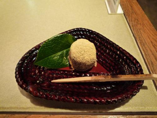 そしてお抹茶とお菓子を頂きました☆<br /><br />これがとっても柔らかくて美味しかった〜☆<br /><br />