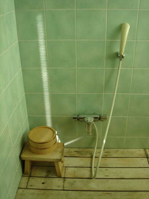 中間には内風呂があります。
