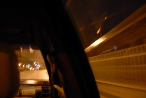 広和東路(いつものパン屋の前)に出ても、中々車は走ってきません。<br />でも、ようやくタクシーに有り付き、空港バスの出る「方庄」まで飛ばします。