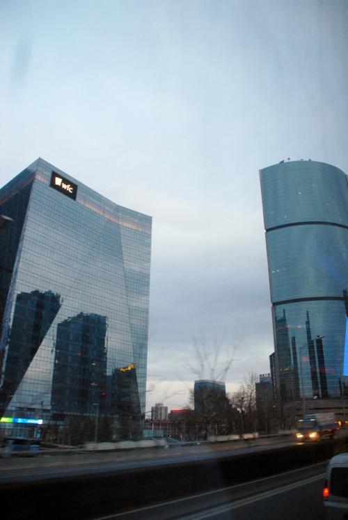 国際貿易センターと、京廣中心も見えています。<br />この辺りは、下を走るよりも、高架を走った方が見栄えが良いですよね。