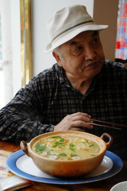 塩からめのスープなので、最後の方は飽きましたね。<br />折角の出し殻スープなんですから、こんなに胡椒や調味料を入れないで欲しいです。<br /><br />でも、ひとくち目のコクのある味の感動はもの凄買ったです。
