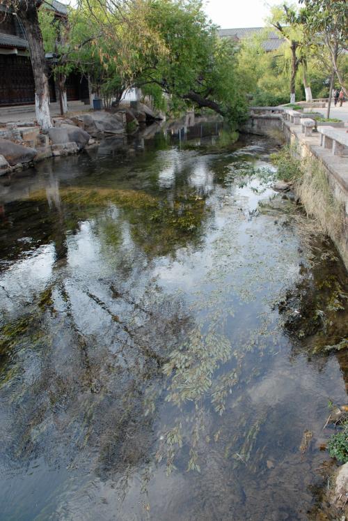 写真で見ると、とっても麗江のイメージ通りの景色が広がります。