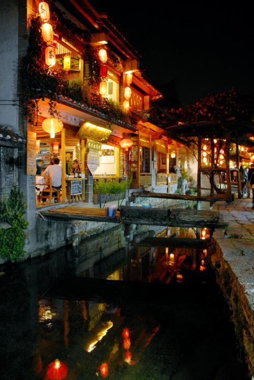 河縁りのレストラン。<br /><br />これはこれで良い感じ。