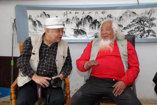 いくら中国人同士でも、周りのみんなには何を話しているのか全く判りませんので、目の前にいる2人の人間が別の国の人間状態です。(^灬^