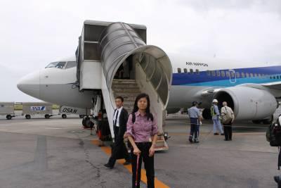 那覇でB737に乗り継ぎ、石垣島へ到着。18年ぶりの石垣島です。<br />空港は昔とあまり変わってないようでしたが、当時幅を利かせていた「南西航空」がJTAへと社名が変わり、あの独特の機体がもう見られなかったことが残念です。<br />空港でツアーの現地添乗員、他のお客さんと合流。ツアーの始まりです。