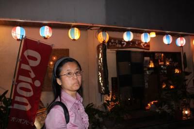 ツアーは終わり、夜は自由行動。<br />割引券を配っていた石垣市内の「うさぎや」という民謡酒場へ。