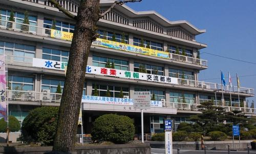 大垣市役所です。<br /><br />けっこう普通の建物です。<br />少し古いのかな。<br />