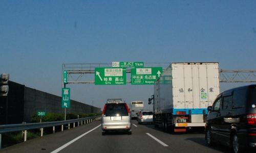 名神高速も、けっこう渋滞ですね。<br />途中、いくつか渋滞がありました。<br /><br />
