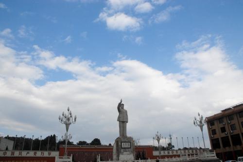 毛沢東像前通過。<br /><br />街頭などを見ていると、天安門のみニチュア仕様みたいです。^^
