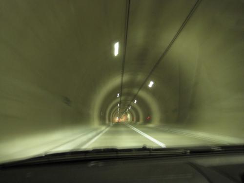 ここが初めて通った安房グリーンラインのトンネル。<br /><br />山の尾根を走る感じの気持ちのいい道路でした。