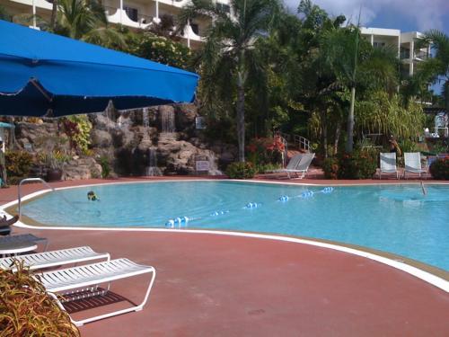 朝食を食べ終えホテルを散策。<br />プールが気持ちよさそう。