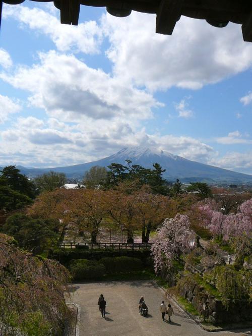 天守3階から見る岩木山
