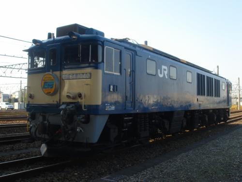 目の前に機関車が居ます。<br /><br />これはEF64-1000<br /><br />山岳線用の直流電気機関車。