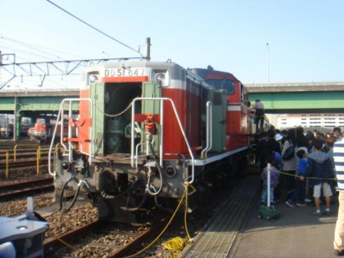 ディーゼル機関車DD51。<br /><br />普段はあけない前面の扉を開けてます。