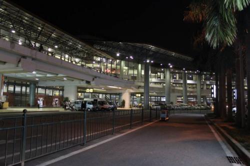 ハノイ・ノイバイ空港着。現地係員と落ち合います。