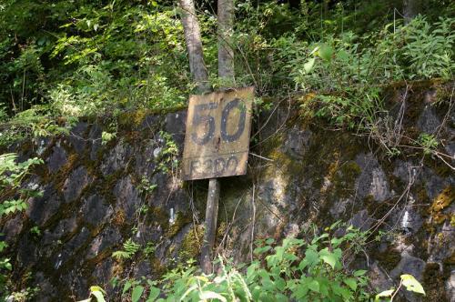 鉄道標識<br />R300はきっと半径300mの意味?