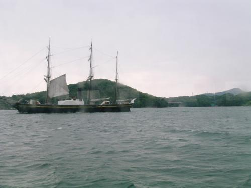 長崎空港から約30Km北のハウステンボスへ向かう連絡船(約1時間)から見た帆船観光丸(坂本龍馬ゆかりの帆船 全長65.8m)