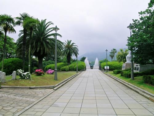 平和祈念像の視線の先にある噴水は「水を」と言って死んだ人の冥福を祈る「平和の泉」にある。