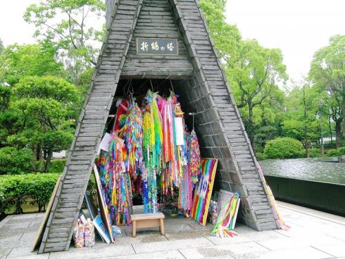 折鶴の塔に納められた千羽鶴の数々