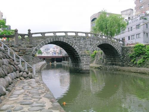 長崎市の中島川に架かる眼鏡橋<br />日本初の石造りアーチ橋といわれている