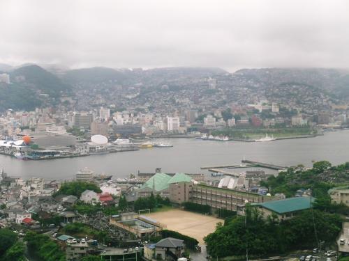 ホテルのある稲佐山の中腹から見た長崎の中心部