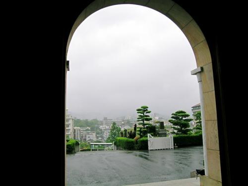 急な夕立で雨宿りを兼ねて立ち寄った浦上天主堂