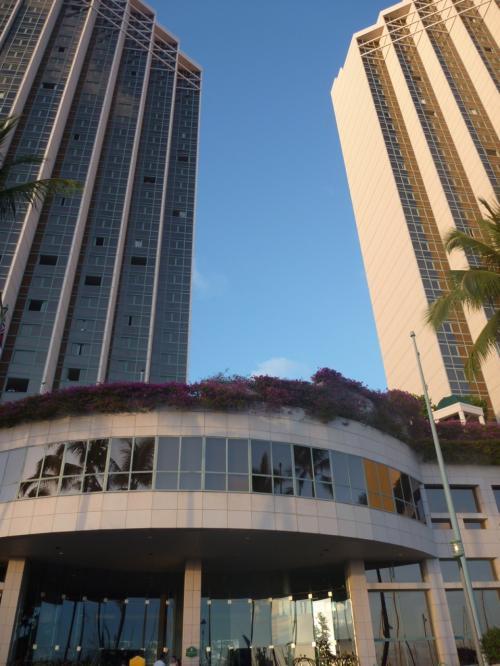 今回もホテルは「ハワイプリンスホテルワイキキ」<br />大学まで近くてアラモアナショッピングセンターへも徒歩圏内。<br />なにより、全室がオーシャンフロントでお部屋も広くて快適なのです。