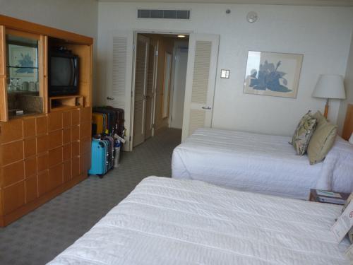 お部屋を反対側から。<br />お部屋の広さも39?とワイキキではかなり広いお部屋を誇ります。