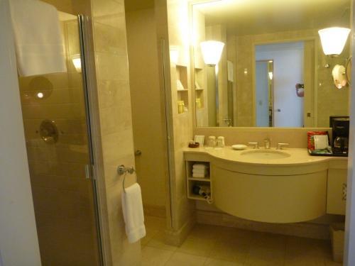 バスルームはとっても機能的です。<br />まずはトイレが独立している事、シャワーブースが付いている事。