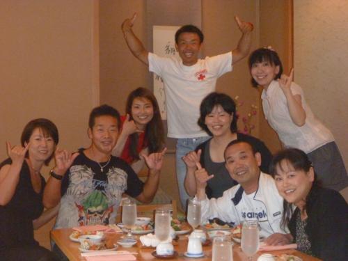 賑やかで楽しかったですね♪<br />料理も日本から毎日食材を空輸しているだけあってとても美味しかったです。<br />現地の方にも人気のレストランです。