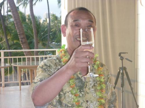 それでは宮本先生の乾杯の挨拶と共にシャンパンでカンパーイ!!ロブスターにやわらかいステーキは絶品でした。