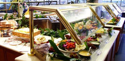 毎日、ホテル3階のレストラン「プリンスコート」でのブィフェ朝食♪<br />洋食・和食・果物もあるのでストレスフリーで過ごせましたね!今回、理事長から参加者へ朝食のプレゼントでした!<br /><br />