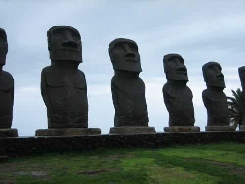 じゃじゃ〜ん、モアイ像!<br />イースター島に許可を受け、完全復刻したものだそうです。<br />なんか、私もっと顔がでかいというか顔だけ、みたいな印象がありました。割と顔も愛嬌がある?!<br /><br />