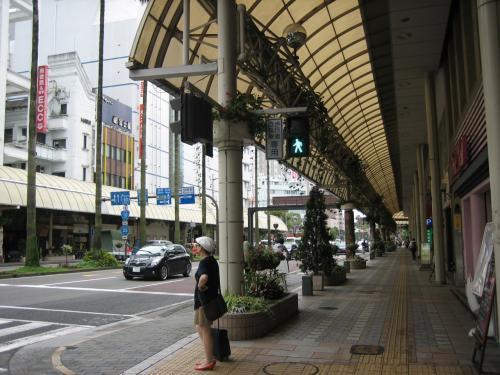 宮崎市街の様子。<br />このころは雨も上がりました。<br />ここでこの旅行で初めて、ベビーカー出動です。<br />(というか、結局このときくらいしか使わなかったような?!)<br /><br />さて・・次はデザート♪