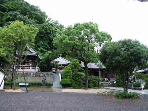 甲山寺。<br />付近は、弘法大師が子供の頃の遊び場だったと云われています。<br />創建弘仁12年(821)、弘法大師の開基。<br />本尊薬師如来。
