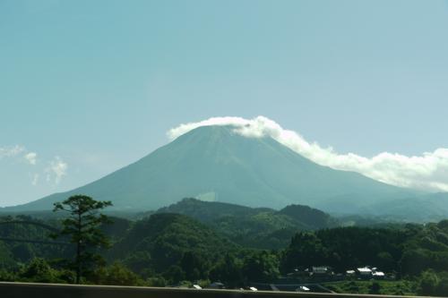 車窓から大山を眺めながら米子を目指します。<br />雲がかかっている大山もキレイです。