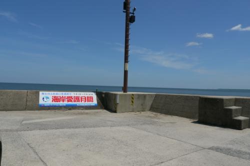 一旦、米子の実家に寄ってから、皆生温泉の海へ海水浴へ。<br />ここは、海水浴場ではないから、人がほとんどいませんでした。