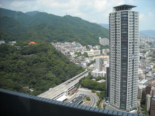 右側にはツインタワーの億ション(予想)マンションが。