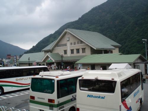 さて今回の旅のメインイベント<br />富山峡谷鉄道トロッコ列車。<br />めざすは、鐘釣の河原露天風呂、片道約一時間のトロッコの旅です。